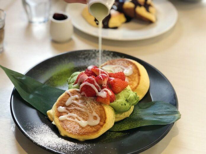 Leckere Pfannkuchen im Shiawase no Pancake Café