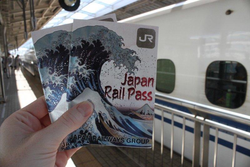 Der Japan Rail Pass ermöglicht günstiges reisen mit der Bahn.