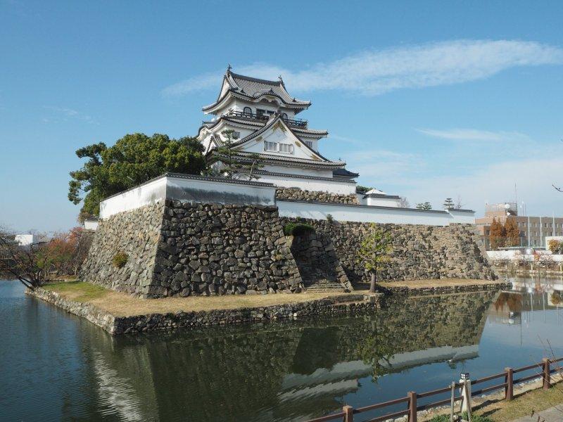 Die Burg ist eines der Wahrzeichen der Stadt.